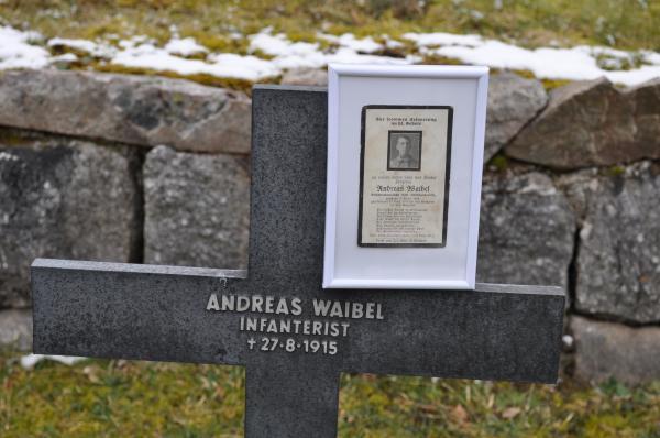 Grabkreuz und Sterbebild von Andreas Waibel